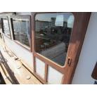 右舷側入り口ドア